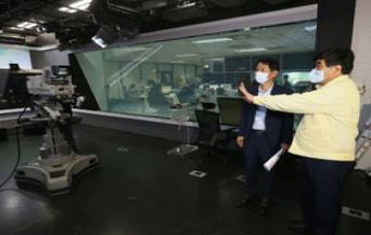 KCC Chairman Inspects KBS Disaster Broadcasting Response to Heavy Rain